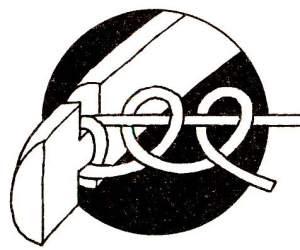 Крепите тетиву на каждом конце лука одним оборотом с двумя полуштыками. Если дерево невыдержанное, то снимайте один конец тетивы, когда лук не используется.