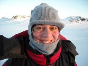 Изготовление одежды из подручных материалов в Арктике