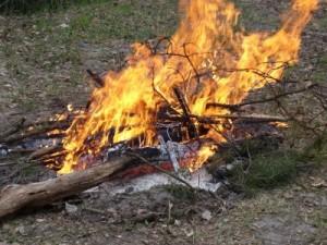 Костер: топливо, способы разжигания, выбор места, виды костров