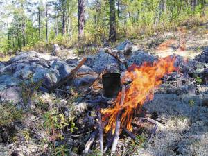 Как разжечь костер и не спалить лес