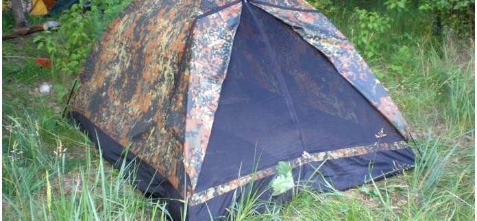 Выбор наиболее подходящей палатки для устройства временного жилья в условиях дикой природы, палатки купольного и пирамидального типа, тенты, слабые и сильные стороны.