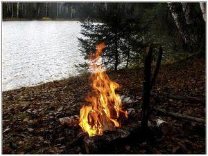 Разжигаем костер под дождем