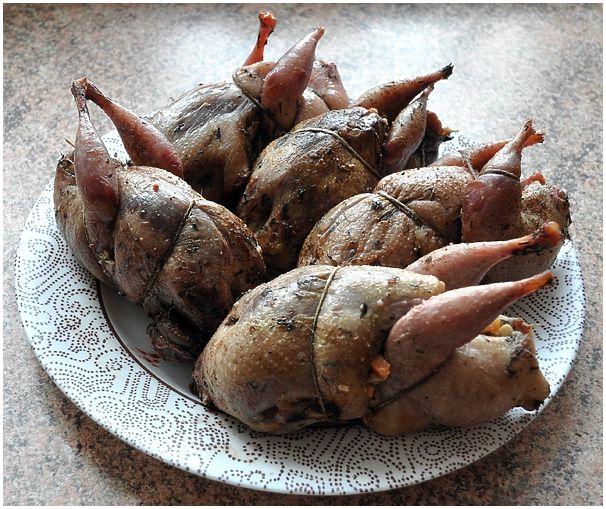 Вальдшнепы фаршированные грибами и орехами в красном вине