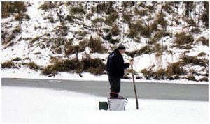 По льду  пешком или на лыжах?
