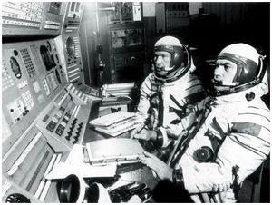 Космонавт  над океаном