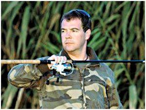 Дмитрий Медведев поручил обеспечить россиян бесплатной рыбалкой
