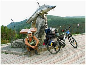 Рыба и рыбаки на постаментах…