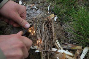 Как добыть огонь без спичек и развести костер