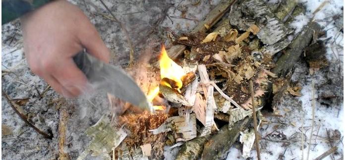 Магниевая стружка в наборе выживания, использование стружки для облегчения процесса добычи огня от искр получаемых с помощью огнива.