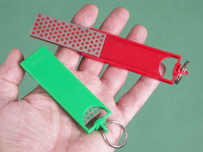 Портативные карманные точилки от фирм DMT и Eze-Lap для заточки ножей и инструмента в полевых условиях.