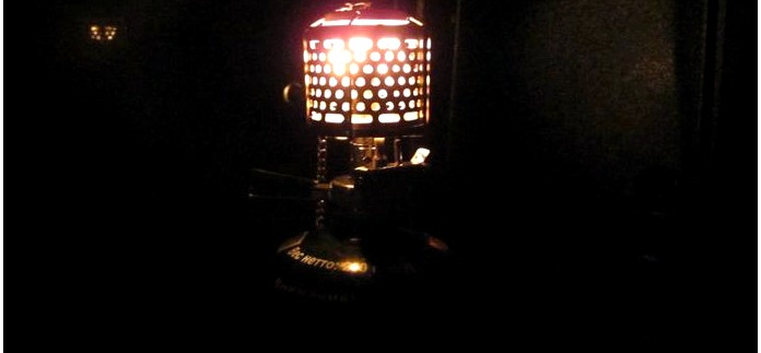 Газовая лампа Tramp TRG-014 с металлическим плафоном, пьезоподжигом, для использования с резьбовым баллоном, устройство, обзор.