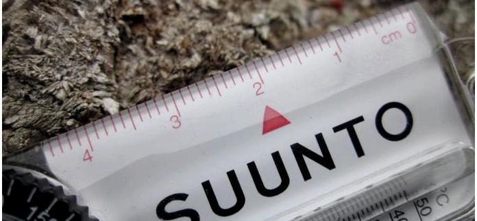 Компактный компас Suunto Comet Active Explorer с термометром, линейкой и таблицей жесткости погоды по ветро-холодовому индексу, обзор.