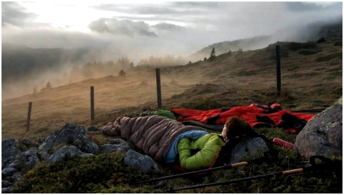 Пух против синтетического спального мешка: найдите подходящий для вас
