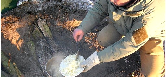 Как приготовить плов на костре в походе и в лесу, рецепт плова с пошаговыми фото для приготовления в походных или полевых условиях.
