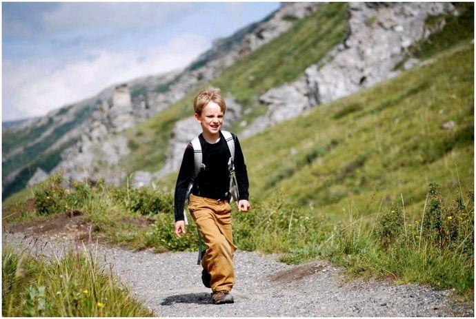 Кроссовки для малышей: пусть эти маленькие ножки безопасно следуют их шагам!