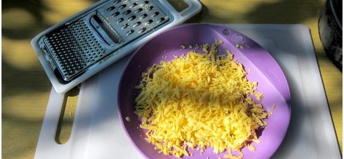 Рецепт пресного заварного теста, лепешки с сыром из пресного заварного теста, способ приготовления в сковороде.