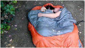 Лучший спальный мешок для 2 человек: время обниматься на улице!