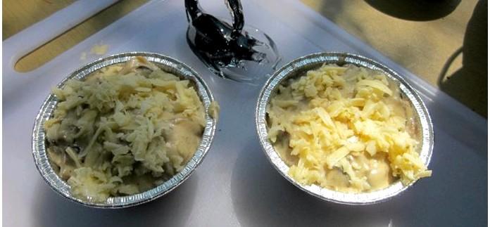 Рецепт приготовления кокота или жюльена из шампиньонов с луком, сыром и соусом Бешамель, на сковородке в полевых походных условиях.