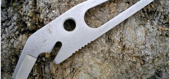 Вспомогательный инструмент Заноза от НОКС, консервный нож, отвертка, гаечный ключ, устройство для сгибания проволоки, шило, открывалка для бутылок и резак, использование в полевых условиях, обзор.