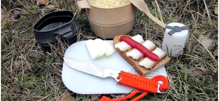 Десять вариантов суточных мобильных комплексов пищи для питания или перекуса на рыбалке в теплое время года, список набора продуктов и общее меню.