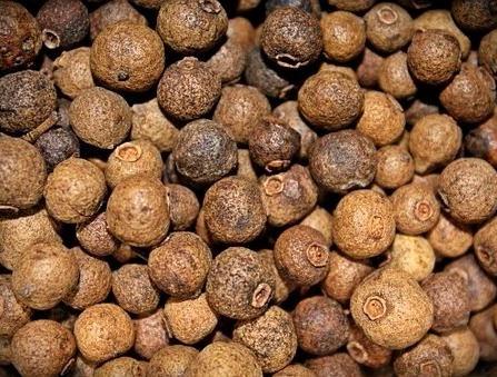 Черные, белые и красные перцы, перец кубеба и кайенский перец, душистые перцы, их основные свойства.