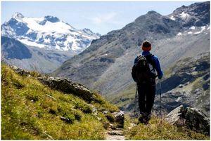 Пешие прогулки у вас должны быть: 13 вещей, которые вы должны иметь перед выходом на природу