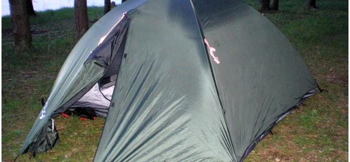 Внешний тент двухслойной туристической палатки, водонепроницаемость, материал тента, способы крепления внешнего тента к внутренней палатке, элементы крепления к каркасу.