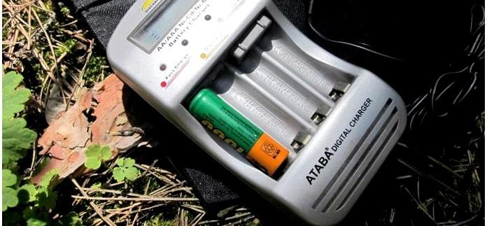 Компактное автоматическое зарядное устройство ATABA AT-998 для Ni-Cd и Ni-Mn аккумуляторов AA и AAA, с автоадаптером, ЖК-дисплеем, функцией разряда, заряда, контроля уровня заряда батарей, обзор.