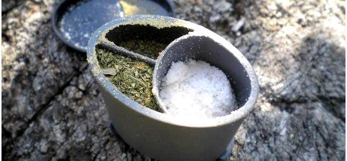 Складная титановая ложка Ferrino Folding Titanium Spoon и столовый набор для специй Primus Spice Jar, обзор.