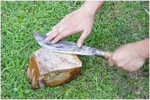 Как точить нож с камнем: положить инструменты для использования
