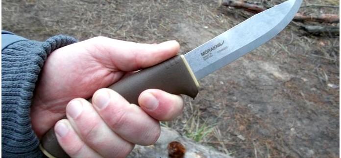 Нож Morakniv Bushcraft Survival Desert с пластиковыми ножнами, огнивом и алмазной точилкой, характеристики, особенности конструкции, обзор.