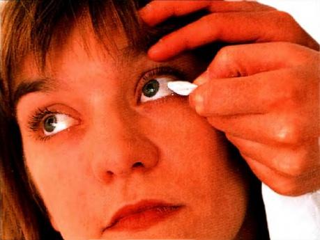 Травма глаза, инородное тело в глазу и ожог глаза, что надо делать, первая неотложная помощь.