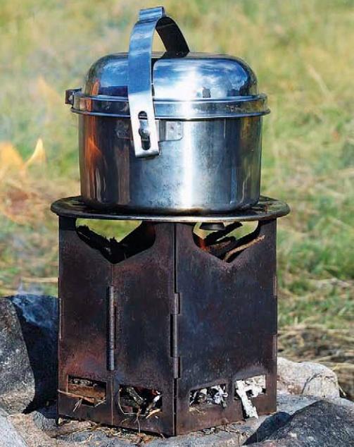 Некоторые разновидности печек и горелок для похода, какую выбрать, достоинства и недостатки спиртовых, дровяных, газовых печек и горелок.