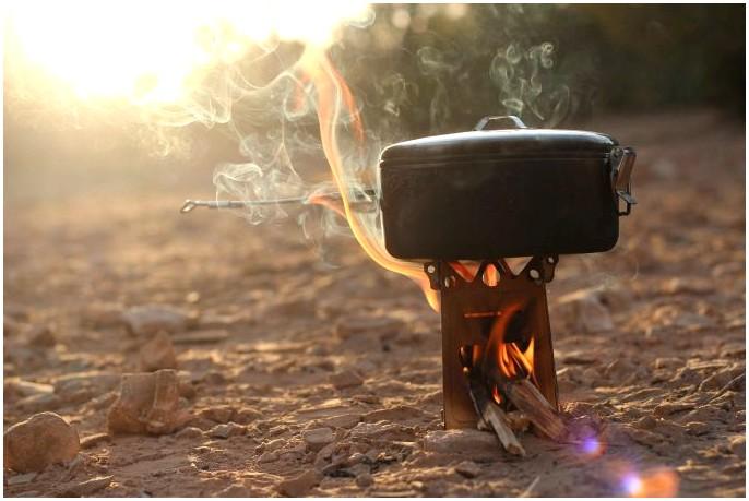 Обзор печи Bushcraft: хорошо разработанная печь из нержавеющей стали, освещенная дровами