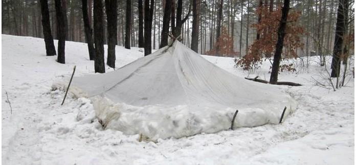 Укрытия в снежных и полярных районах, особенности постройки укрытий из снега, снежная землянка, пещера в снегу, дом из снега, иглу, жизнь в укрытиях и убежищах из снега.
