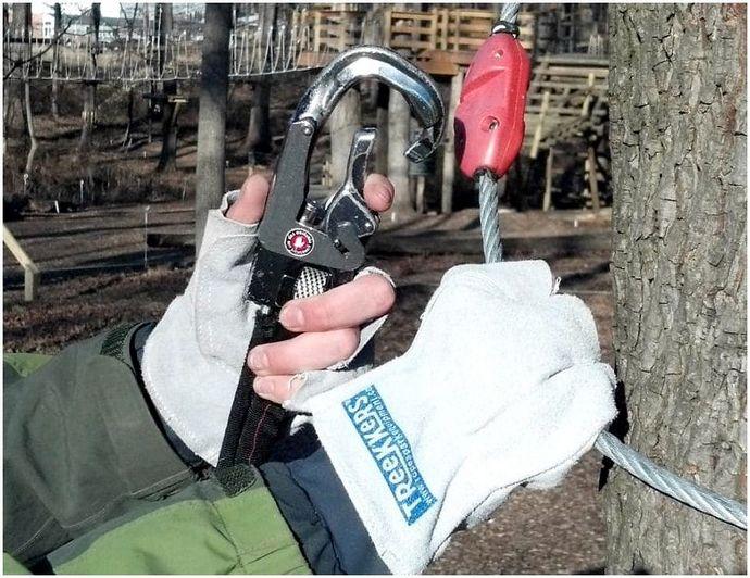 Как лазить по веревке: техника и оборудование, которое вам нужно