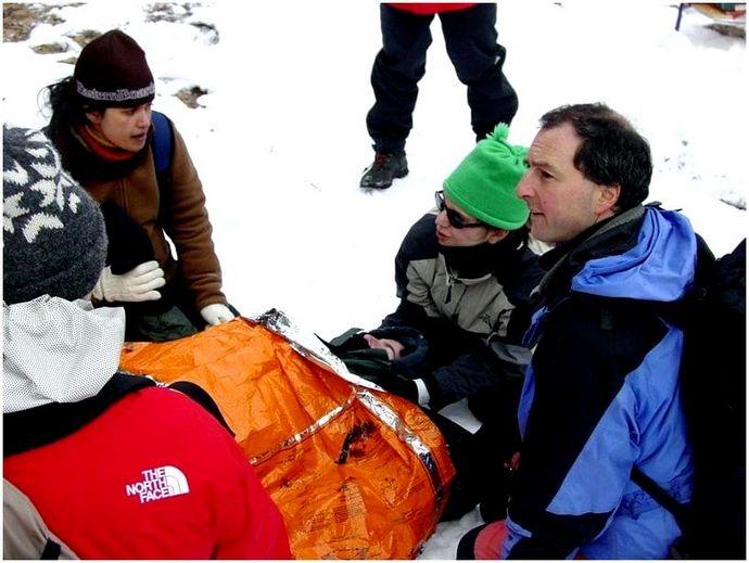 Первая помощь в пустыне: как лечить общие травмы и обратиться за помощью