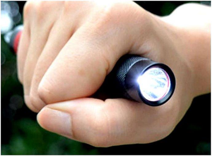 Лучший фонарик выживания: не будь в темноте