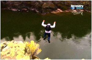 Прыжок в воду с обрыва