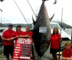Жительница Новой Зеландии поймала крупнейшего тунца в истории