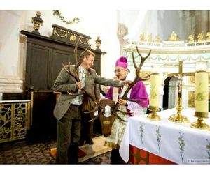 Белорусские охотники подарили митрополиту рога