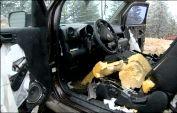 Медведи вместе с конфетами съели автомобиль