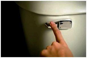Не спускайте воду в унитазах