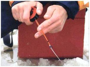 Техника игры мормышкой при ловле плотвы в глухозимье