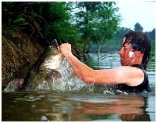 Снаряжение и одежда, необходимые для ловли рыбы руками