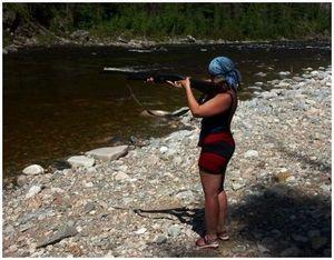 Женщина на рыбалке и охоте