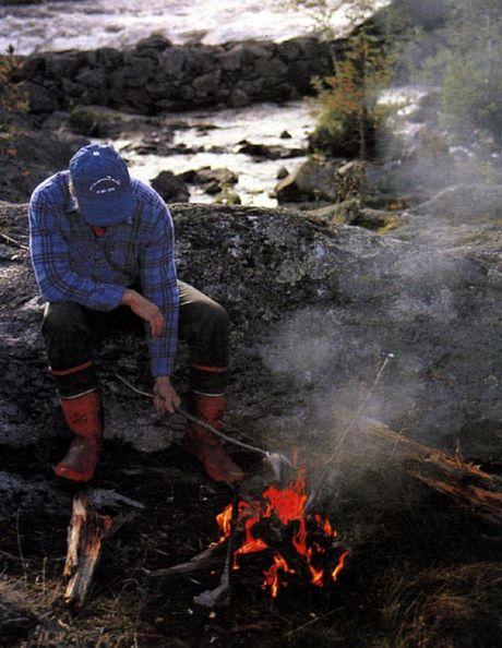 Жарим рыбу на огне