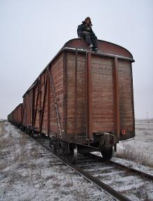 Мистер Гриллс не побоялся свалиться с вагона товарняка